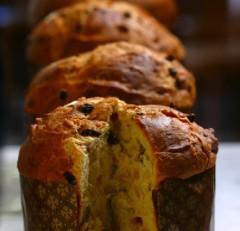 Deliciosos Panettones elaborados artesanalmente a partir de masa madre e ingredientes frescos y cuidadosamente seleccionados.